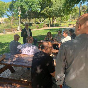 פגישה עם בעלי עסקים במרכז המסחרי בארמון הנציב